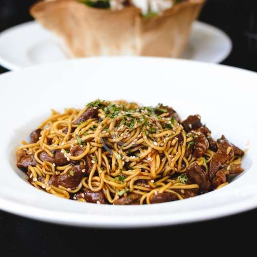 foodiesfeed.com_oyster-sauce-noodles-with-beef-500.jpg